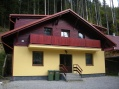 Stavba:Apartmány-Gavlák:Ročné náklady na energie 500-700,-€  na 230m/2 obytnej polchy.